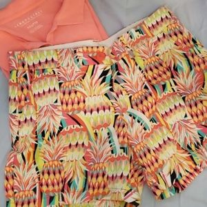 CROWN AND IVY SHORTS SIZE 6 PINEAPPLE DESIGN